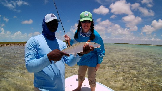 Swain's Cay Lodge: alvin helping me catch my first bonefish