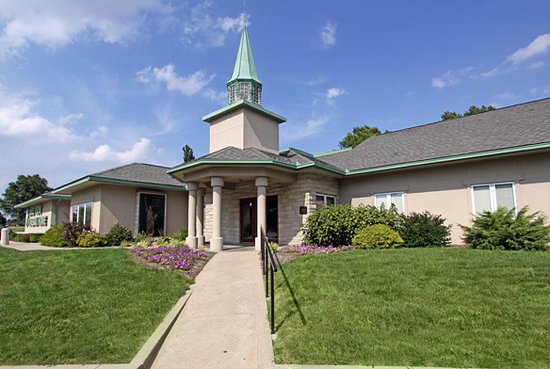 Fairview Heights, IL: Lake View Funeral Home and Memorial Gardens