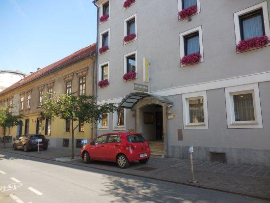 Hotel Mrak Photo