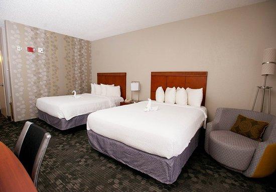 Bedford, TX: Queen/Queen Guest Room