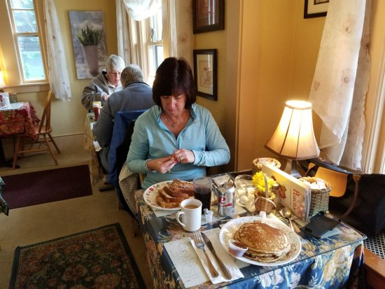 Whitney's Inn : Great breakfasts and comfortable dining room