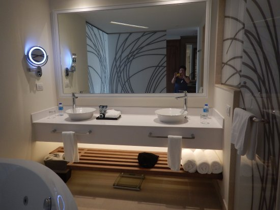 Cap Estate, St. Lucia: great bathroom with whirlpool bath, 2 sinks and the most enormous shower enclosure