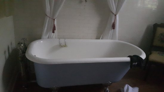 Sleepy Hollow Bed & Breakfast : Gorgeous tub in Eden