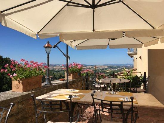 Serre di Rapolano, Włochy: Breakfast area