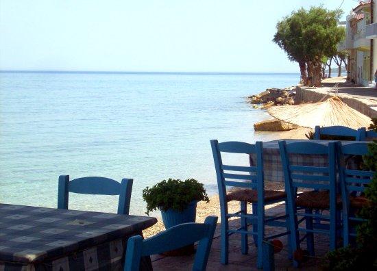 Katarraktis, กรีซ: ...πλάι στη θάλασσα!!