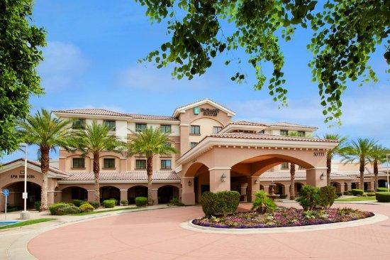 Embassy Suites by Hilton La Quinta Hotel & Spa: Hotel Exterior