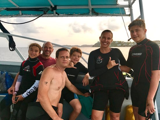 Amazing two weeks diving with Arnoldo and Ryan at Patagon Dive center. The best dives of our lif