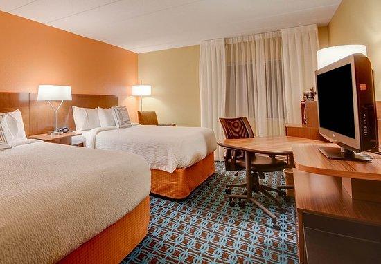 Wallingford, CT: Queen/Queen Guest Room
