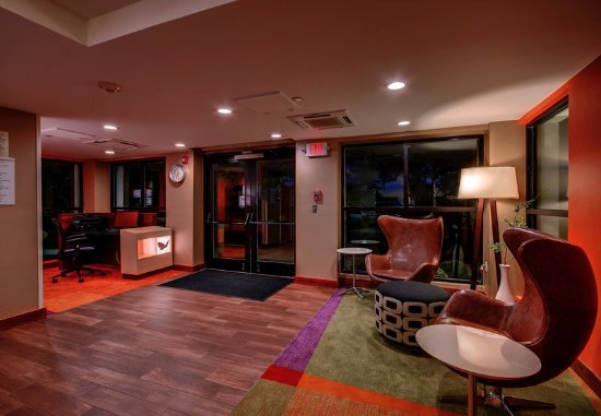 Wallingford, CT: Lobby - Seating Area