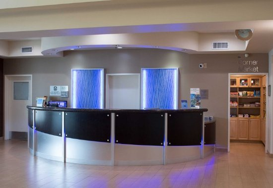 Hayward, CA: Front Desk
