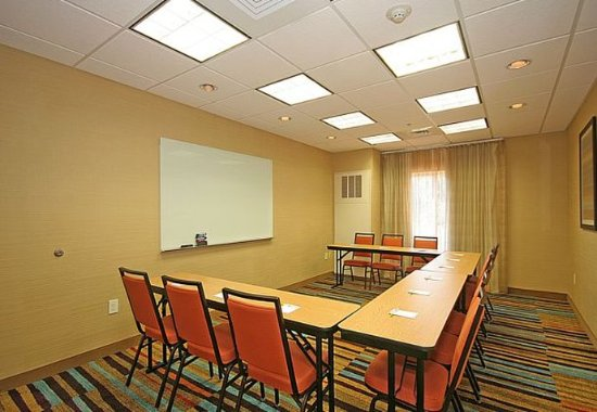 Fairfield Inn & Suites Greensboro Wendover: Meeting Room – U-Shape Setup