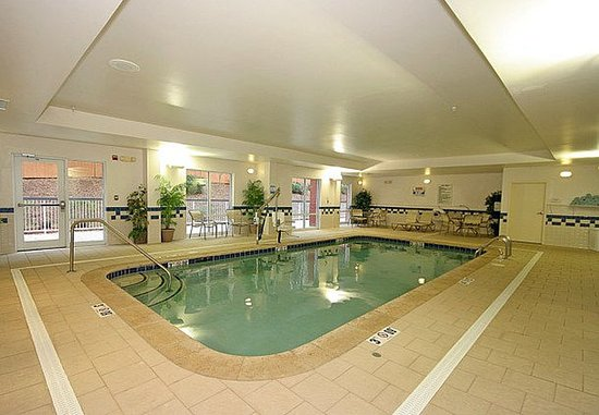 Fairfield Inn & Suites Greensboro Wendover: Indoor Pool