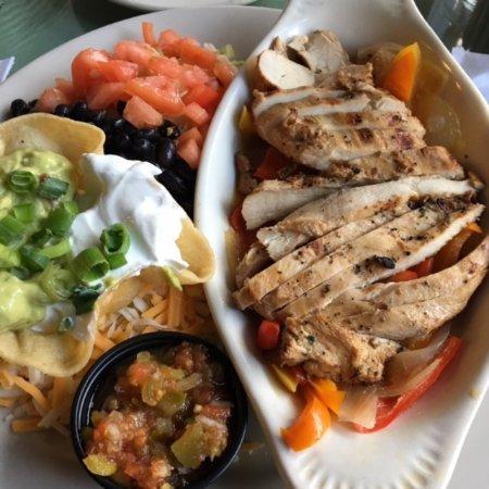 Griswolds Tavern: Chicken fajitas