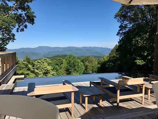 Fire Mountain Inn (Breakfast View)