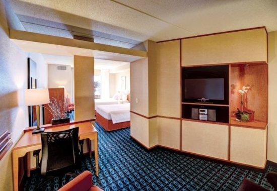Weston, WI: Larger Queen/Queen Guest Room