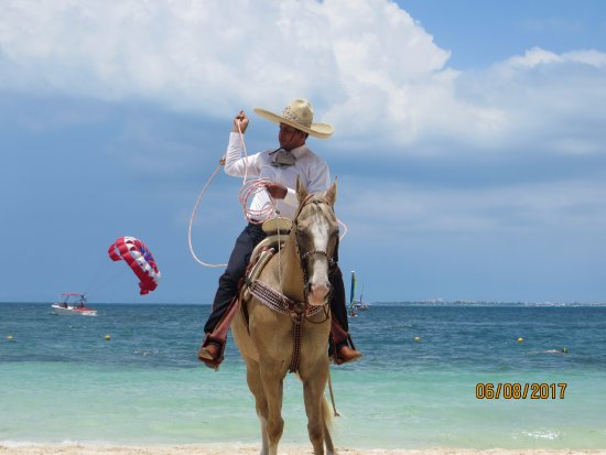 Excellence Playa Mujeres: Entertainment on the beach