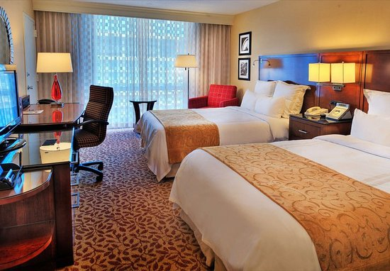 Berkeley, MO: Executive Club Level Double/Double Guest Room