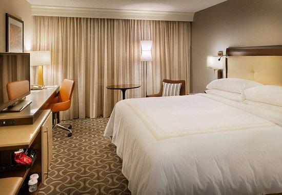 Berkeley, MO: King Guest Room