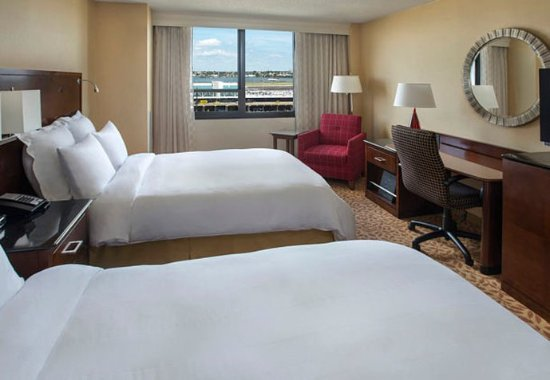East Elmhurst, نيويورك: Double/Double Guest Room - Airport View