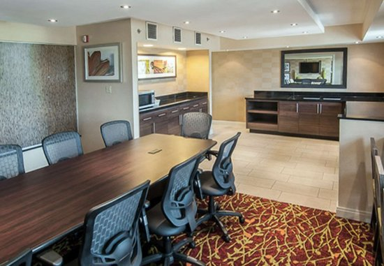 Charleston, WV: Mountain View Hospitality Suite