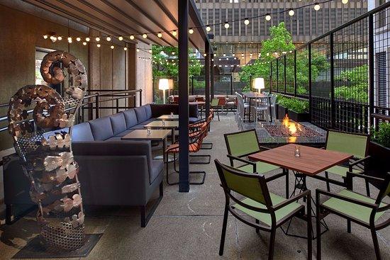 Kimpton Hotel Monaco Seattle: Outlier patio dining