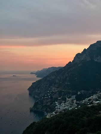 Montepertuso, Italy: View from the restaurant. You can watch the sunset.