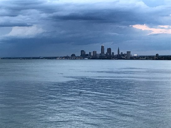 Lakewood, OH: The view from the deck at Pier W