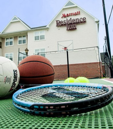 Residence Inn Louisville Airport: Sport Court – Tennis/Volleyball