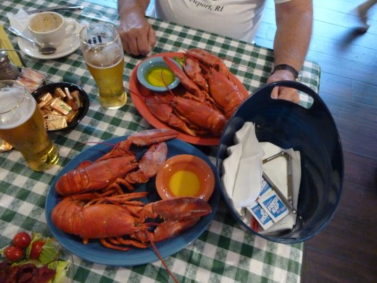 Gorham, ME: Fantastic Maine Lobster, soup, salad, warm bread and an icy cold beer.