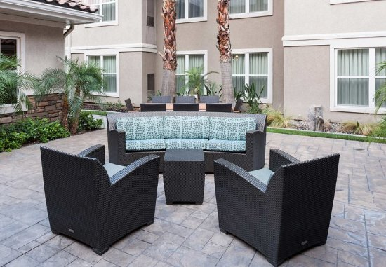 Residence Inn San Bernardino: Outdoor Seating Area