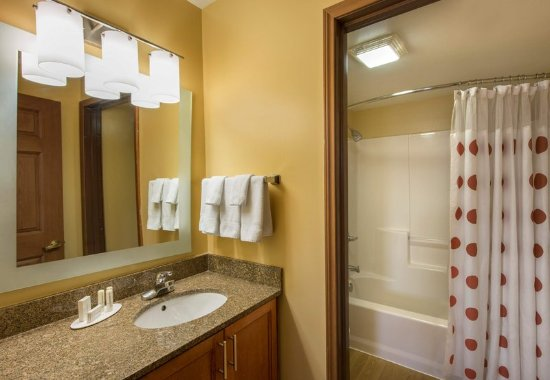Englewood, Kolorado: Two Bedroom Suite - Bathroom