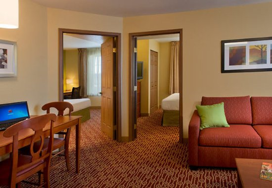 Englewood, CO: Two-Bedroom Suite