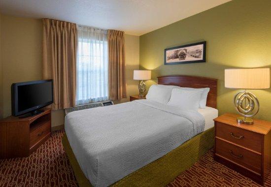 Englewood, CO: Bedroom Suite