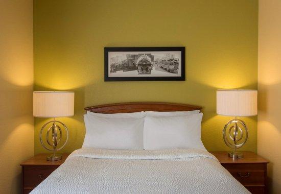Englewood, CO: Queen Bedroom