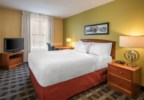 Englewood, CO: Executive Two-Bedroom Suite - Bedroom