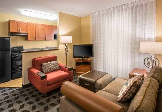 Englewood, CO: Executive Two-Bedroom Suite - Seating Area