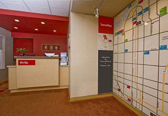 TownePlace Suites Fresno: Front Desk