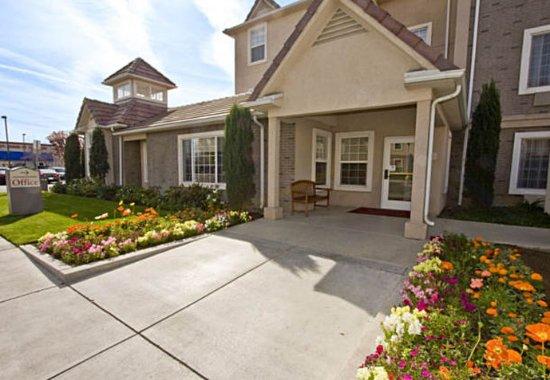 TownePlace Suites Fresno: Entrance
