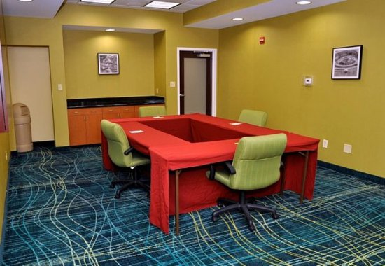 SpringHill Suites Galveston Island: Broadway Meeting Room – Hollow Square Setup