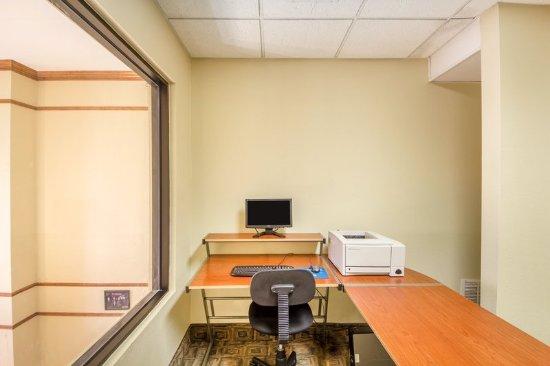 Pryor, OK: Business center
