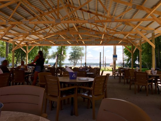 Antioch, IL: Shaded dining pavilion
