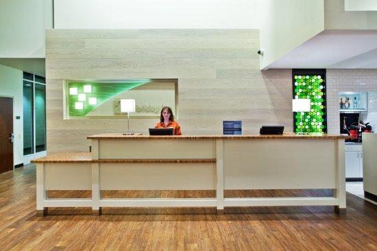Holiday Inn - Gwinnett Center: Holiday Inn Gwinnett Center Front Desk