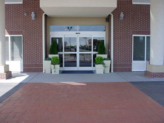 Athens, AL: Entrance