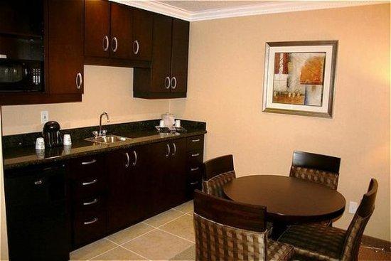 San Mateo, CA: Suite - Dining Area.