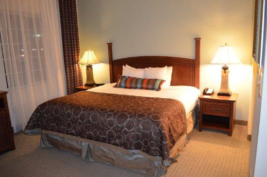 Staybridge Suites Columbus Ft. Benning: Guest Room