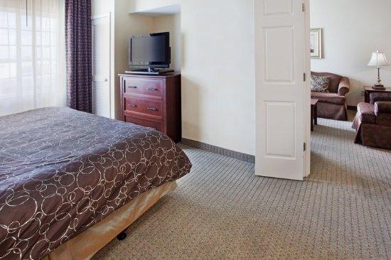 Staybridge Suites Columbus Ft. Benning: Flat Screen TV