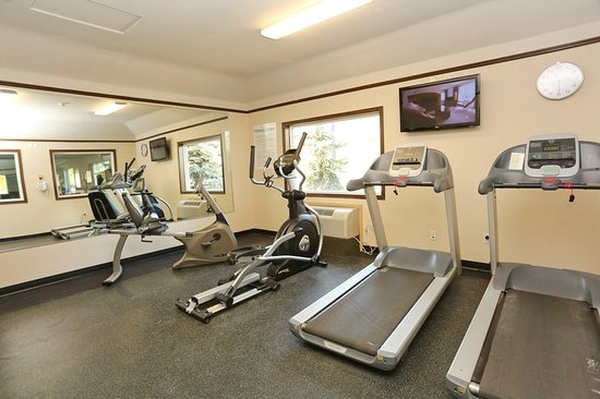Vernon, Canada: Fitness Centre Open from 5:30 AM to 11:00 PM
