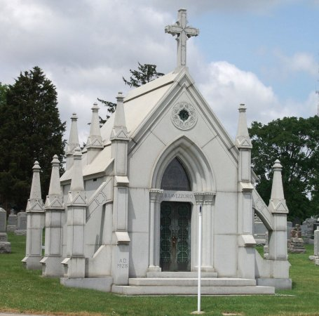 Hillside, IL: One of the largest family mausoleums at Mount Carmel.