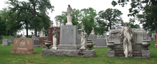 Hillside, IL: Detailed headstones at the cemetery