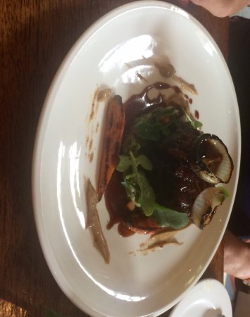 Borris, Ireland: Lamb meal to die for & beef mains. Lovely meals presented like a picture and a dream on your tas